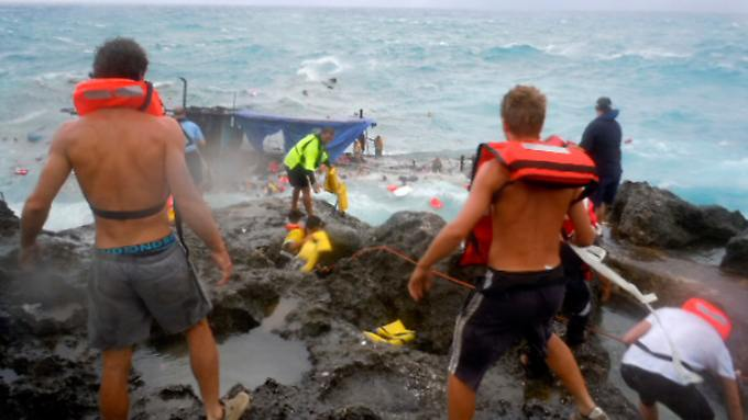 http://www.n-tv.de/img/21/2152851/Img_16_9_680_Australia-Boat-Sinks-SYD801.jpg7132318897455607739.jpg