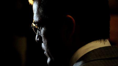 Verteidigungsminister Guttenberg: Wie lange wird ihn seine Beliebtheit noch tragen?