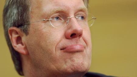 Das Eigenheim wird für Bundespräsident Christian Wulff womöglich zum Stolperstein. Der Ex-Ministerpräsident Niedersachsens taumelt zumindest gewaltig angesichts der Vorwürfe.