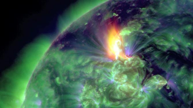 Um alto nível de atividade na superfície do sol: A tempestade sol em 24  Janeiro atingiu a Terra, era o mais forte desde 2003.