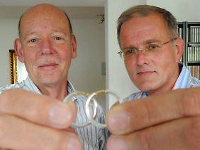 Ao contrário dos parceiros homossexuais da Alemanha, como Heinz cabelo (l) e Lüschow Reinhard, casais dinamarqueses têm direito a um futuro casamento em uma igreja.