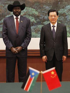 O Sul do Sudão Presidente Kiier e presidente da China, Hu Jintao nos Halles Grande do Povo, em Pequim.