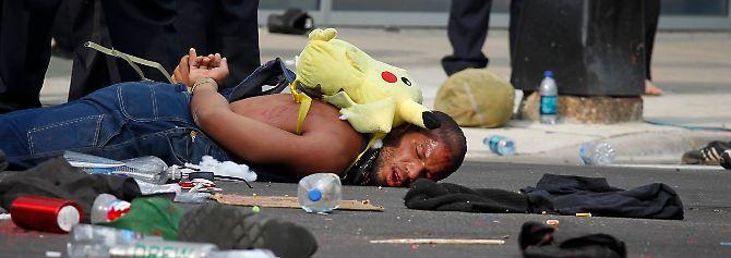 Um manifestante foi preso em Chicago na estrada.