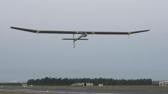 """Solar Impulse"" logo após a decolagem a partir de Rabat."