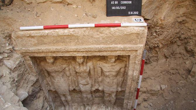Estátuas expostos pertencem ao túmulo de uma princesa egípcia, na necrópole de Abusir Cairo.