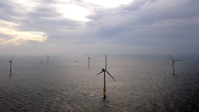 """Überblick über den ersten deutschen Offshore-Windpark """"Alpha Ventus"""" 45 Kilometer vor der ostfriesischen Insel Borkum."""