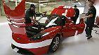 Etwas weiter ist dagegen Tesla Motors, die ab Juni 2009 für ihren Tesla Roadster - immerhin der erste voll-elektrische Sportwagen der Welt - bereits eine aufgemotzte Sport-Version ausliefern wollen.