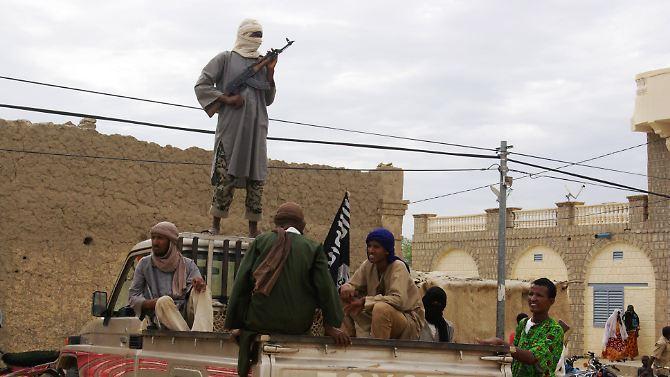 Lutadores do grupo islâmico Ansar Dine em agosto em Timbuktu, no Mali.