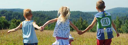Eine Geschwistertrennung widerspricht in den meisten Fällen dem Wohl der Kinder.